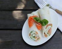 Tortilla mit einem roten Fisch Stockfotografie