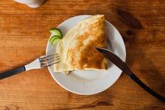 Tortilla sana de la comida del desayuno de los huevos de codornices foto de archivo