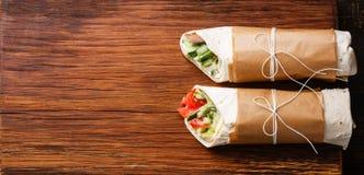 Tortilla wickelt Sandwiche ein lizenzfreie stockbilder