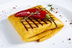 Tortilla z czerwonym pieprzem na bielu zdjęcie stock
