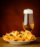 Tortillachiper och öl Arkivbild