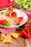 Tortillaomslagen met kip en groente Royalty-vrije Stock Foto's