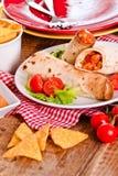 Tortillaomslagen met kip en groente Stock Foto's