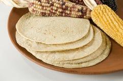 Tortillas au-dessus de plaque d'argile photo stock