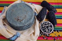 Tortillas azules, błękitna kukurudza, meksykański karmowy tradycyjny jedzenie w Mexico obrazy stock