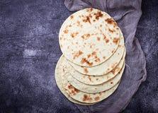 Tortillas de maíz mexicanas fotos de archivo