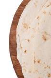 Tortillas mexicanas en un tablero de madera de la cocina Imágenes de archivo libres de regalías