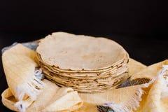 Tortillas mexicanas, Mais machten mexikanische Nahrung traditionelle Nahrung in Mexiko lizenzfreie stockbilder