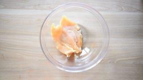 Tortillasandwiche mit Hühnerfleisch stock video footage
