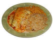 Tortillor med köttfärs, cheddar och enciladassås som isoleras Royaltyfri Bild