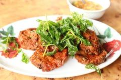 Tortini al curry fritti in grasso bollente del pesce Fotografia Stock