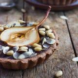 Tortini del cioccolato con la pera ed i dadi Fotografia Stock Libera da Diritti
