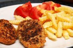 Tortini del pollo con i chip Fotografia Stock Libera da Diritti