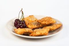 Tortini farciti con le ciliege fresche Fotografia Stock Libera da Diritti
