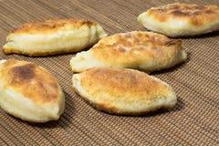 Tortini fritti sulla tavola Immagine Stock