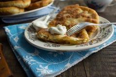 Tortini russi con le patate Immagini Stock