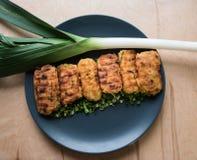 Tortini vegetariani della patata con le erbe e le cipolle Fotografia Stock