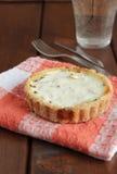 Tortino con formaggio, le cipolle verdi ed il bacon Fotografia Stock