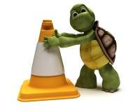 Tortoise con un cono di avvertenza Fotografia Stock