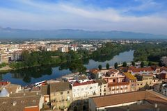 Tortosa, Καταλωνία, Ισπανία ορίζοντας πέρα από τον ποταμό Έβρος Στοκ Φωτογραφία