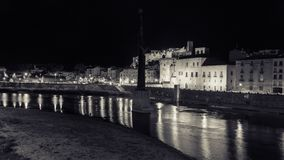 Tortosa, Каталония, Испания - ландшафт замка ` s Tortosa на nighttime Стоковые Изображения