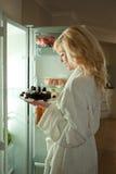 tortowa czekolada dostaje przekąski kobiety potomstwa Zdjęcie Stock