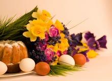tortowa Easter jajek kwiatów wiosna Zdjęcia Stock