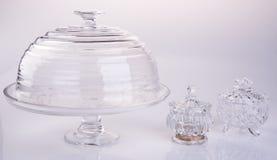 tortowa stojaka lub szkła tortowa taca na backgeound Zdjęcia Royalty Free