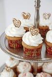 tortowi serowi boże narodzenia cream babeczki target1140_1_ czerwonego aksamit zdjęcia stock