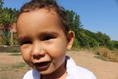 tortowy chłopiec zbliżenie zakrywał twarz target717_1_ starego portret dwa rok Obraz Royalty Free