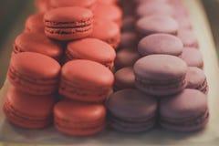Tortowy macaron lub macaroon na białym tle obraz stock