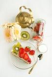 tortowy owocowy teapot Zdjęcia Royalty Free