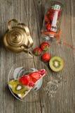 tortowy owocowy teapot Obrazy Royalty Free