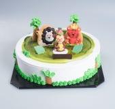 tortowych lub Kreatywnie zwierząt o temacie tort na tle royalty ilustracja