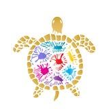 Tortuga de mar con las manchas blancas /negras coloreadas en la cáscara Imagenes de archivo