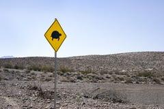 ¡Tortuga! Señal de peligro del camino Fotos de archivo