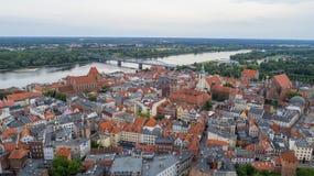 "ToruÅ ""全景老镇,河,联合国科教文组织,波兰, 07 2017年,空气 免版税库存图片"