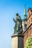 Torun Polen-September 11,2016: Monument av den stora astronomen Nico Royaltyfria Foton
