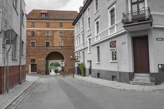 Torun, Polonia - 18 de mayo: Calle peatonal apretada en una primavera adentro Fotos de archivo