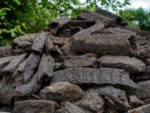 Torva för torvmyr i en lantlig bygd, Irland royaltyfria bilder