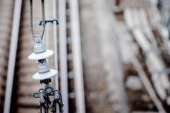 Tory szynowi z kolejowym elektryfikacja systemem Zasięrzutnej linii drut nad linią kolejową Zdjęcie Royalty Free