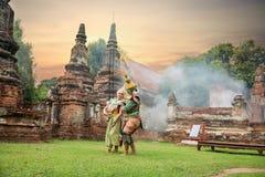 Tos-Sa-Kan och sidaen är tecken i thailändsk litteratur på Ramaya Fotografering för Bildbyråer