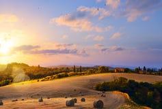 Toscânia, Italy Paisagem do campo do verão Imagens de Stock