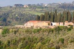 Toscaans dorp zoals die van Siena, Italië wordt gezien royalty-vrije stock fotografie