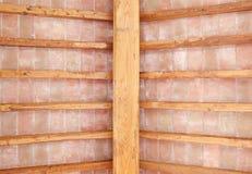 Toscaans houten rood de bakstenenpatroon van het straalplafond. Italië Stock Fotografie
