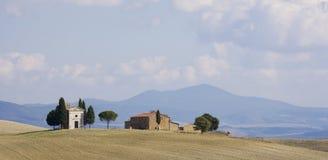 Toscaans Landschap, geïsoleerd landbouwbedrijf royalty-vrije stock afbeelding