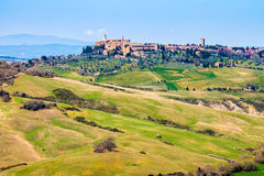 Toscaans landschap, mening van Pienza-stad Stock Foto