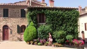 Toscana, calle del montalcino metrajes