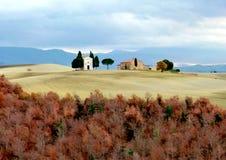 Toscana, Maremma, vista del campo toscano y de la capilla de nuestra señora de Vitaleta, ` Orcia de San Quirico d Imagenes de archivo
