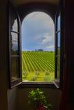 Toscana till och med fönstret Royaltyfri Foto